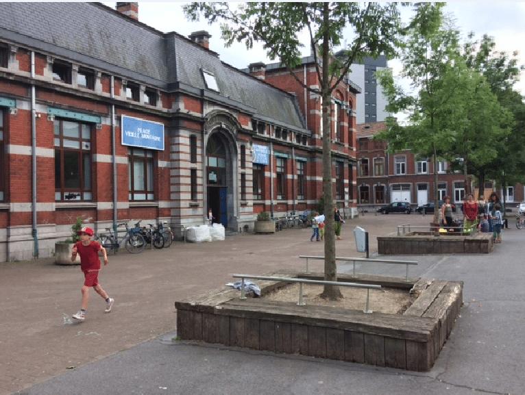 La Place devant l'école à Marneffe réservée aux enfants, piétons et cyclistes, comme à Liège?  Qu'en pense le conseil communal des enfants ?